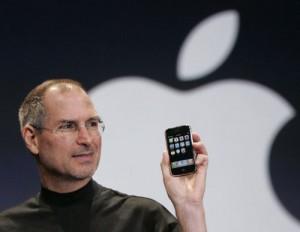 2007 - استیو جابز در کنفرانس MacWorld از iPhone رونمایی می کند